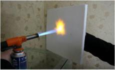 中间夹心层为二氧化硅无机隔热防火板,密度180kg/立方米